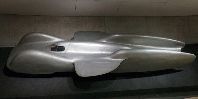 Обтекаемые формы немецкого суперавтомобиля MercedesBenz T80 Фото ruwikipediaorg