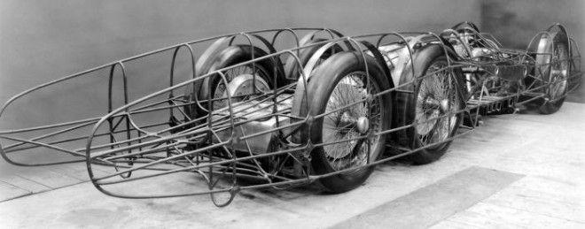 Хорошо видно трехосное шасси и трубчатый каркас MercedesBenz T80 Фото diariomotorcom
