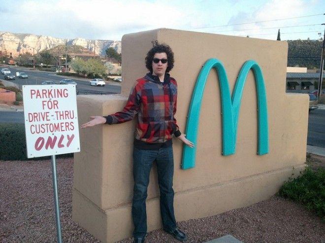 Туристов так и тянет к бирюзовому Макдоналдс