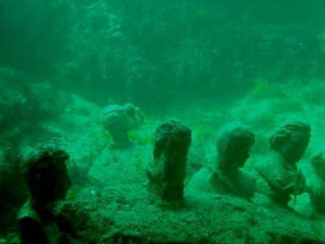 Бюсты найденные в океане