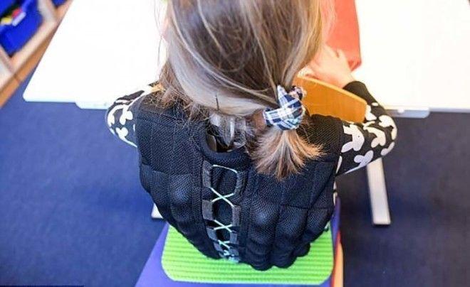 SЗачем в Германии на школьников надевают жилеты с песком