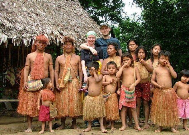 Представители племени пираха все же иногда принимают туристовФото eurlandru