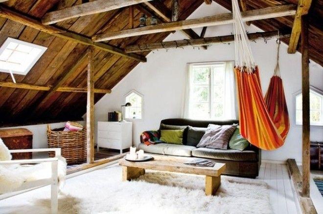 Полноценная гостиная под самой крышей