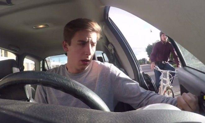 Просто открываешь дверь машины