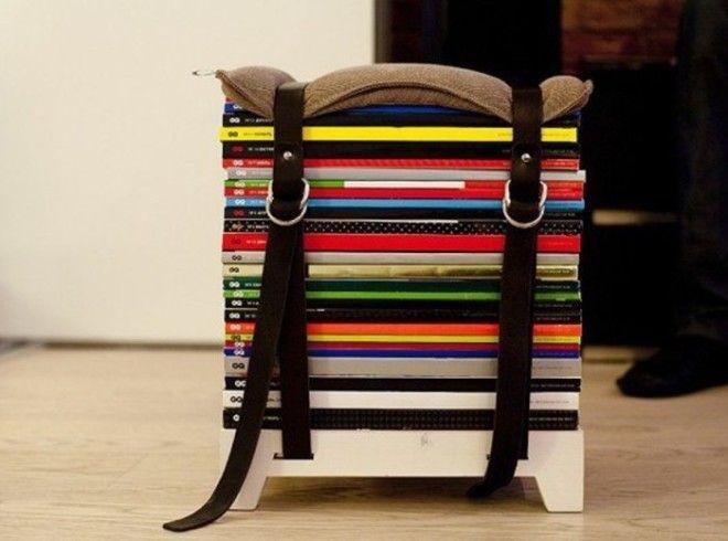 Используйте старые журналы и ремни для стяжки И у вас получится вот такой яркий табурет для прихожей или же балкона