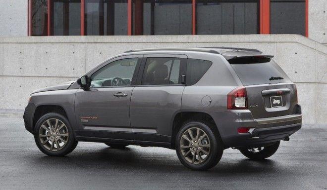 Несмотря на громкое имя и привлекательный дизайн кроссовер Jeep Compass не отличается высокой производительностью Фото cheatsheetcom