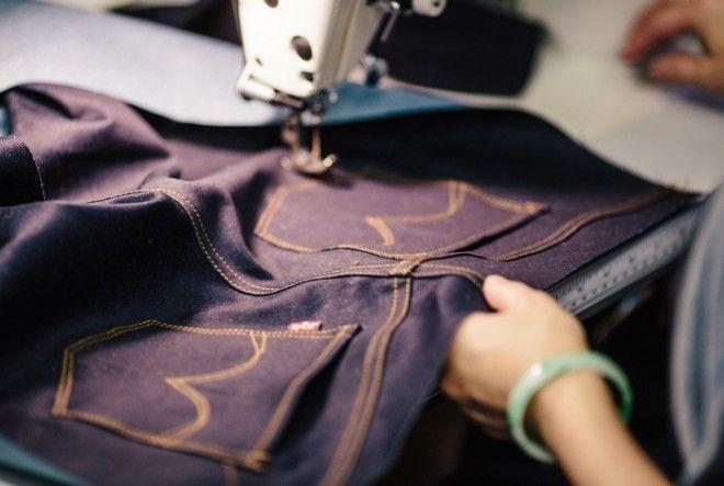 Сегодня можно купить джинсы любого цвета Но синий остаётся классикой