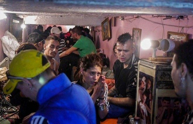 Сотни людей в страхе и нищете живут в бухарестской канализации