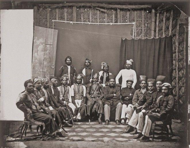Групповое фото местной знати и почетных гостей королевского двора Джайпур примерно 1857 год