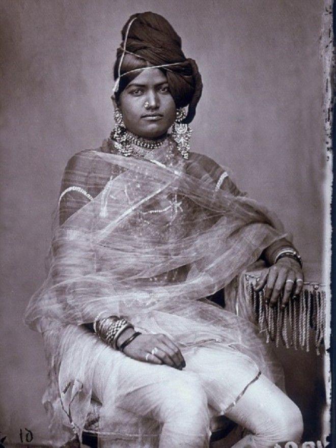 Одна из женщин из придворного гарема махараджи