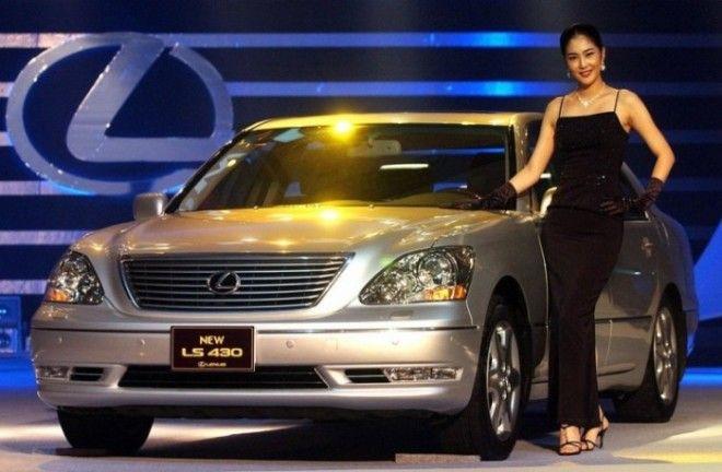 Lexus LS третьего поколения выпускался с 2000 по 2006 гг Фото cheatsheetcom