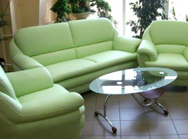 Диваны и кресла с большими подлокотниками уже давно вышли из моды