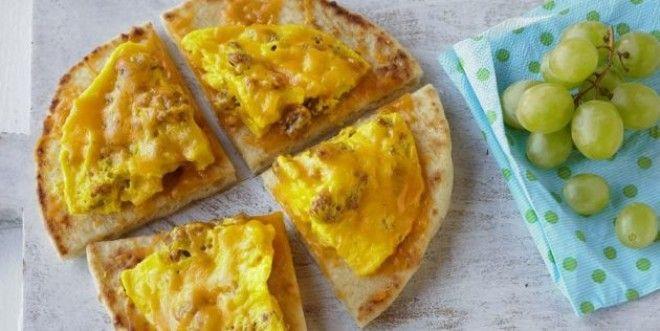 Пицца с яйцами и колбасой