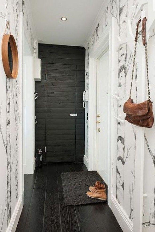 Чёрный пол в узком коридоре
