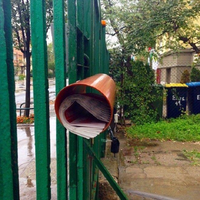 Идея для лентяев но плюс в том что почту не намочит при дождливой погоде и доставать не тяжело