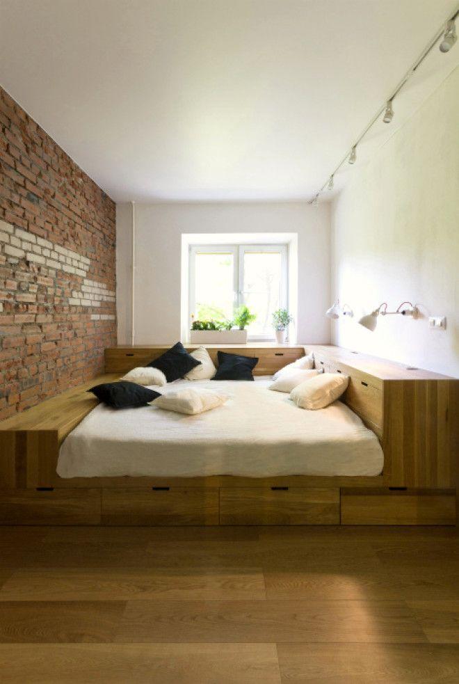 Кровать окруженная шкафчиками