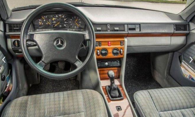 Прекрасно сохранившийся салон MercedesBenz EClass W124