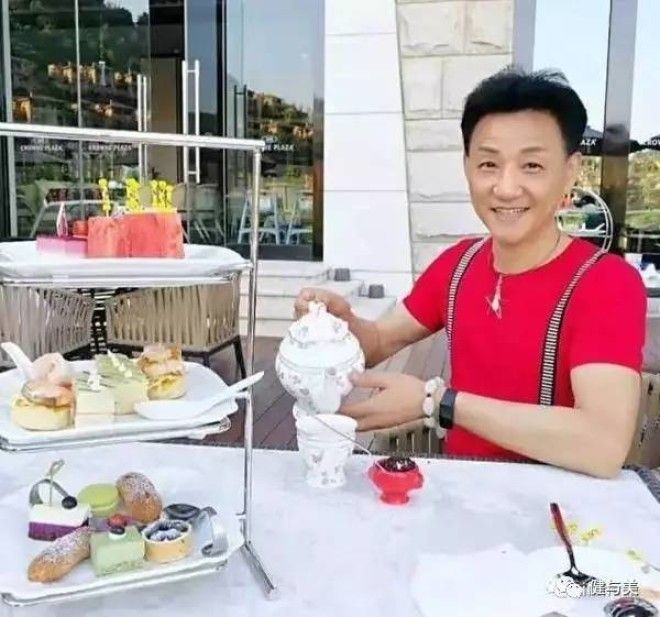 Вампир не иначе 68летний шанхайский дедушка выглядит на 20