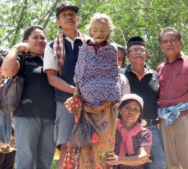 Самые необычные похоронные ритуалы в мире