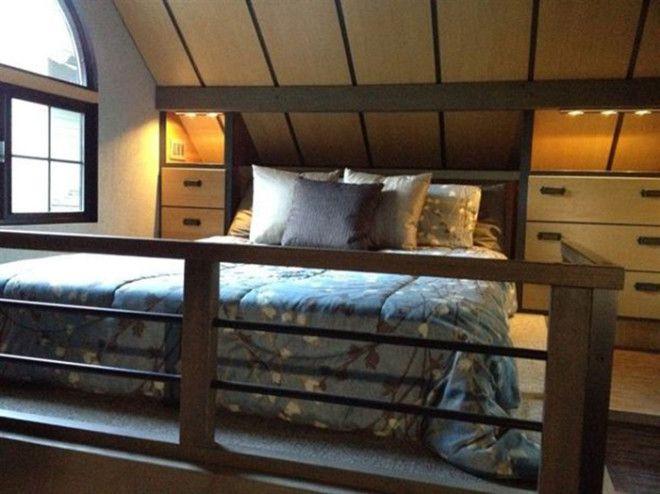 Широкая кровать на втором этаже