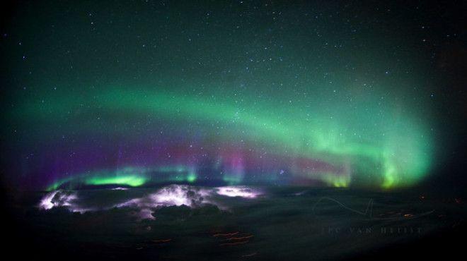 Невероятно красивый кадр природного явления сделанный в небе над Канадой