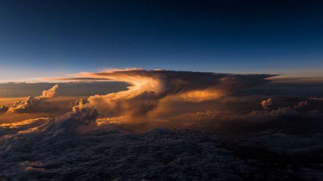 Красота которую можно увидеть только поднявшись высоко над облаками