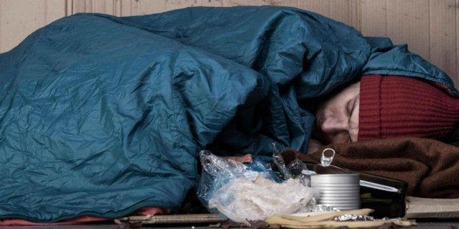 Бездомному отдали телефон и он завел твиттер Сейчас у него есть всё