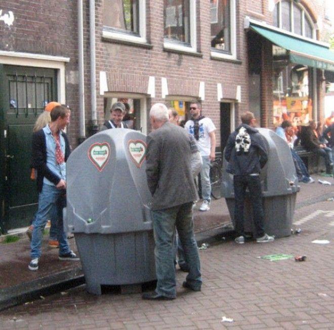 Амстердам известен ещё и писсуарами