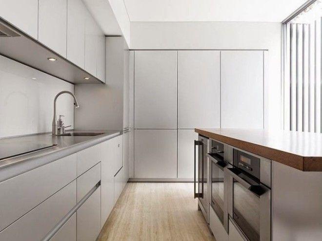 Пластиковые панели в светлосерых тонах прекрасно подойдут для отделки стен на кухне
