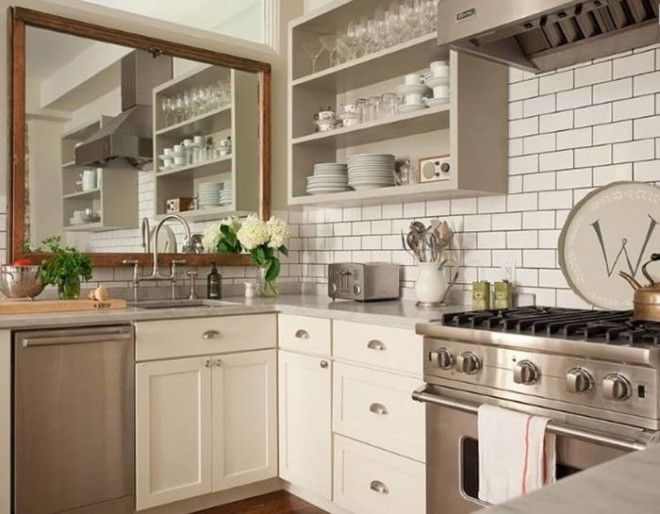 Светлая плитка кремового цвета отличный вариант отделки стен на кухне