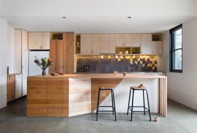 Выбирайте спокойную цветовую палитру и современные материалы с имитацией дерева или камня