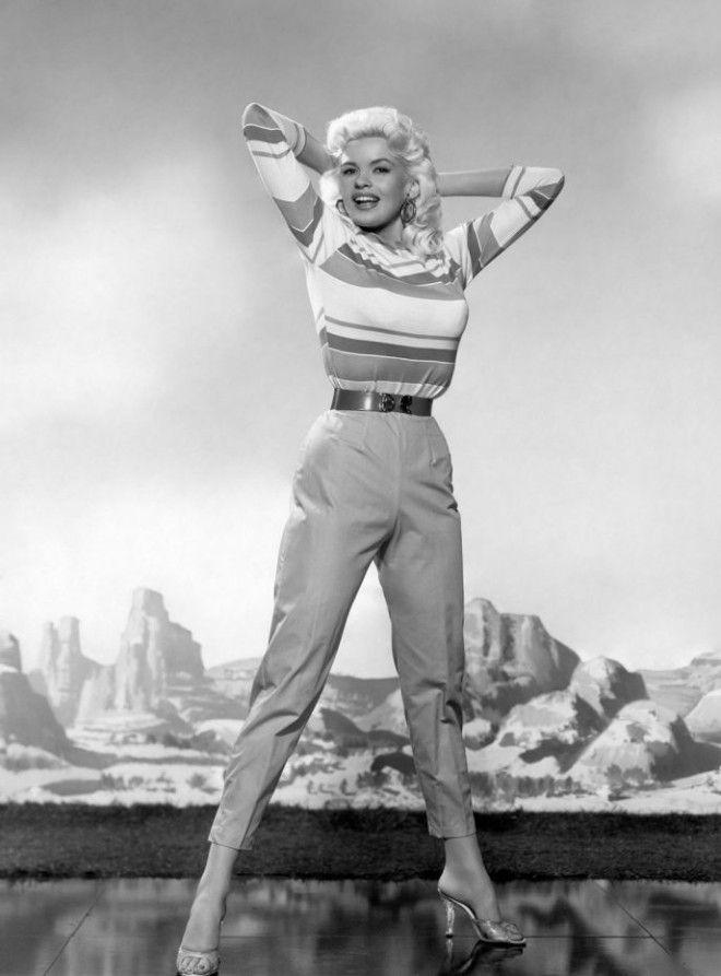 Джейн МэнсфилдИз обычной девушки в соблазнительную музу Голливуда и Бродвея