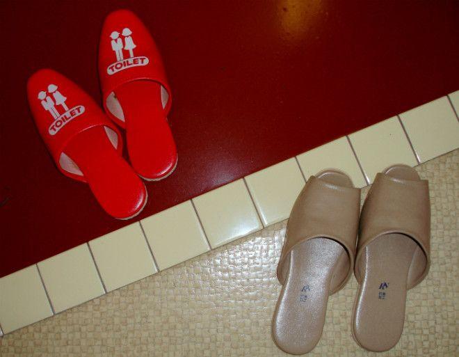 Сменная обувь для туалета