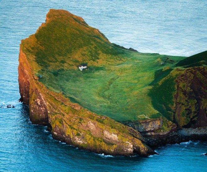 Sайна самого одинокого дома Исландиичей он и как выглядит с другого ракурса