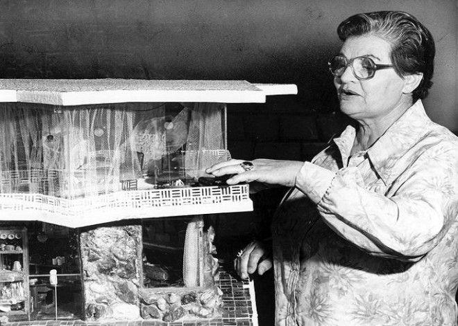 Фрэнсис Гейб представляет свое изобретение в миниатюре