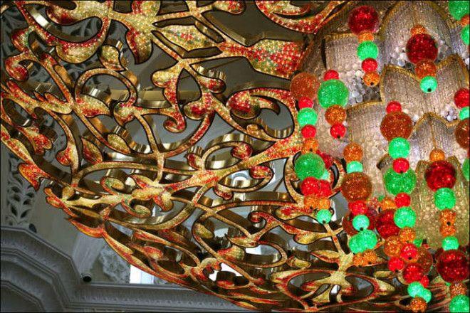 Узор главной люстры мечети Фото wwwofirtourscomua