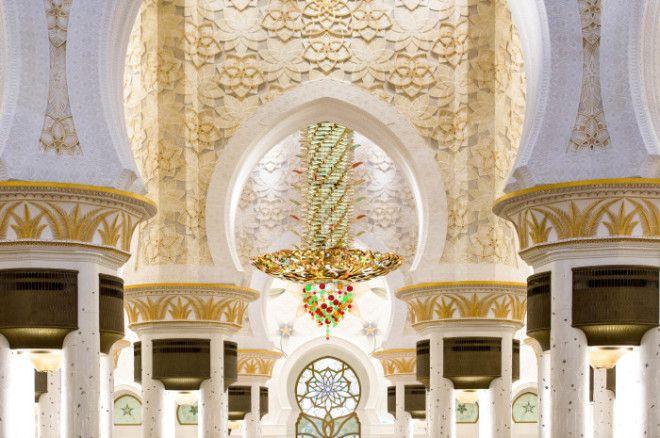 Внутренняя отделка и большая люстра в мечети Фото wwwilovetravelru