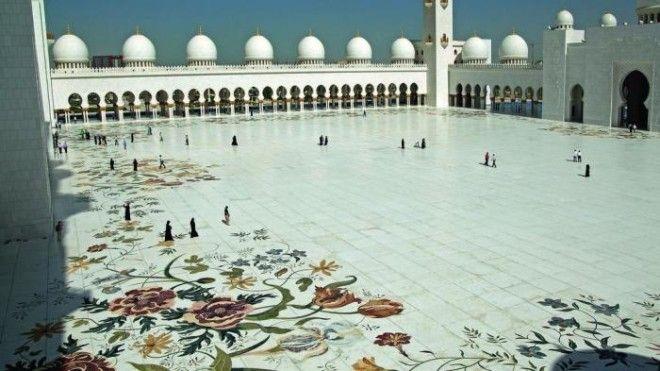 Внутренний двор выложен мраморной мозаикой Фото wwwthenationalae
