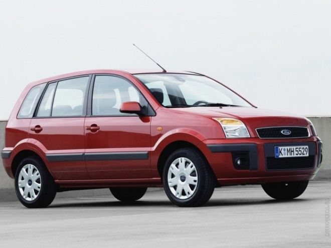 Небольшой минивэн Ford Fusion выпускался прежде всего для европейского рынка Фото fordautoportalua