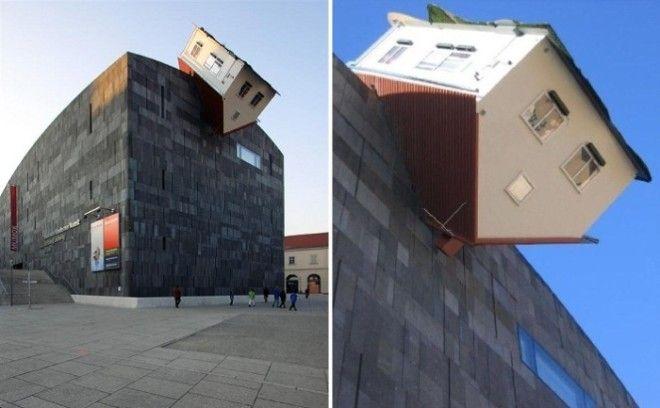 Перевернутый Атакующий дом в Вене Австрия