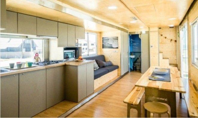 Внутренняя отделка и мебель отеля сделаны только из натуральных материалов