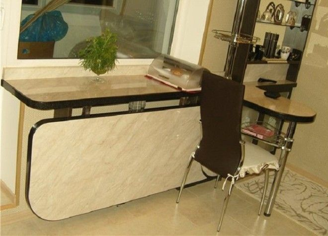 Откидной стол на маленькой кухне
