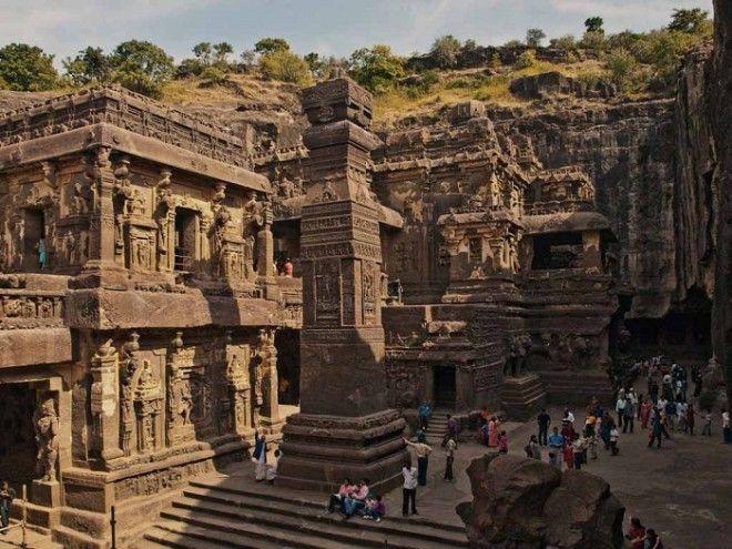 Так выглядит храм высеченный в глубине скалы Храм Кайлаш Индия
