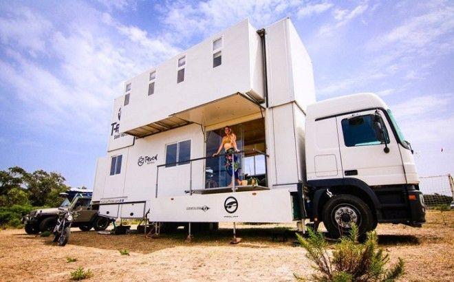 Так выглядит Truck Surf Hotel на парковке