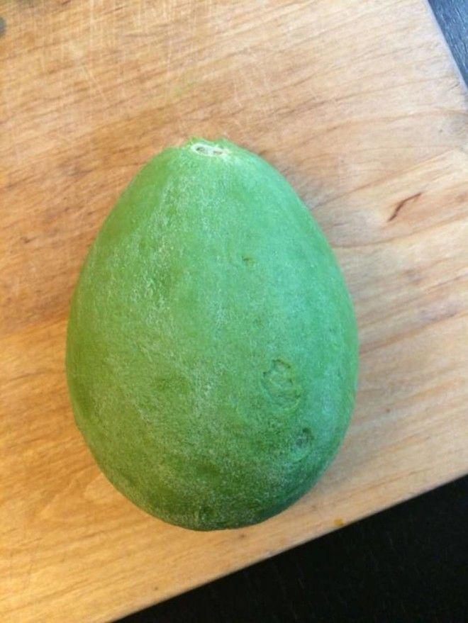 15 Этот очищенный авокадо имеет какоето странное притягательное свойство еда овощи прикол фото фрукты
