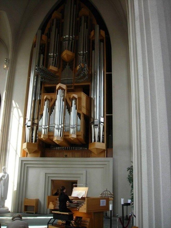 Уникальный музыкальный инструмент привлекает органистов всего мира Церковь Халлгримура