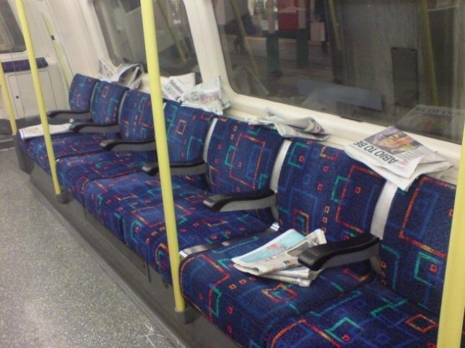 https://files.adme.ru/files/news/part_165/1650565/8335565-Free_newspapers_on_london_tube_train-1511111908-650-ef35401e9a-1513685244.jpg