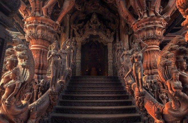 Ступени ведущие в один из залов храма Паттайя Таиланд