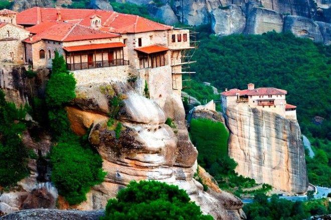 Уникальный храмовый комплекс расположенный высоко в горах Метеоры Греция