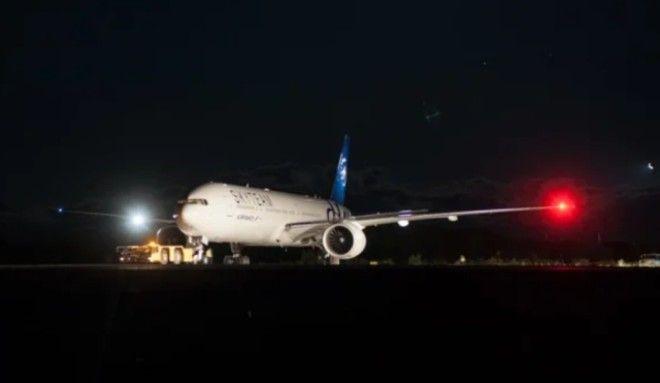 Зачем самолеты оснащают красными и зелеными огнями на крыльях